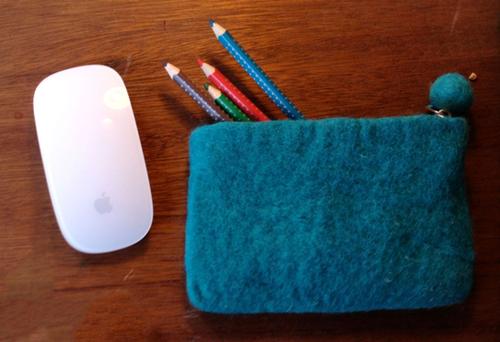 blyant og mus til design af nyhedsbrev